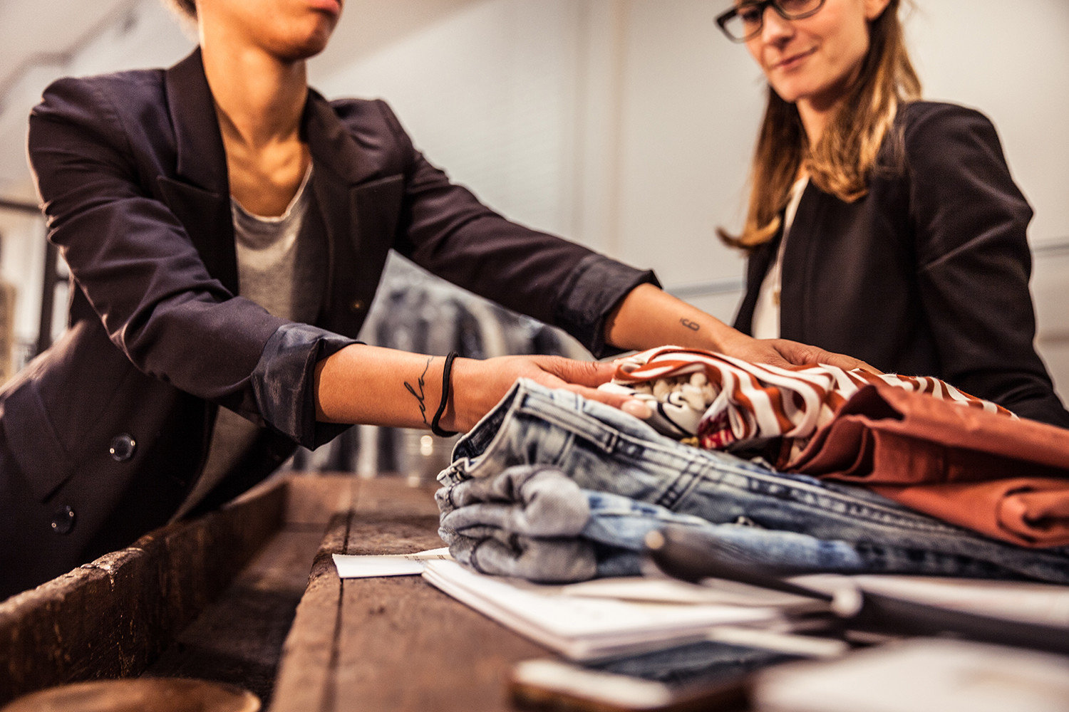 Retail Solution - Fashion Industry - Improve In-Store Staffs Stock Checking Efficiency with CipherLab RK25 Series|Australia CipherLab world leader in AIDC solutions